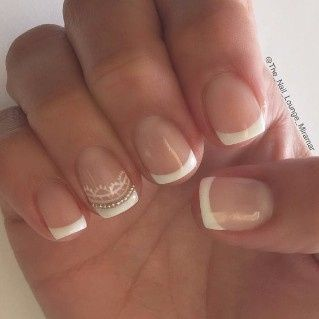 2. Manicure francesa novia personalizada