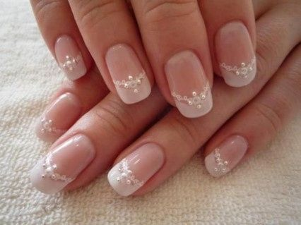 5. Manicure francesa novia personalizada
