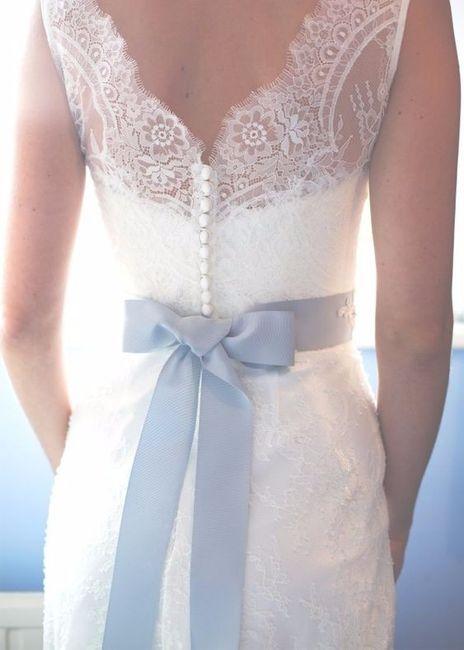 Vestidos de novia con lazo de color