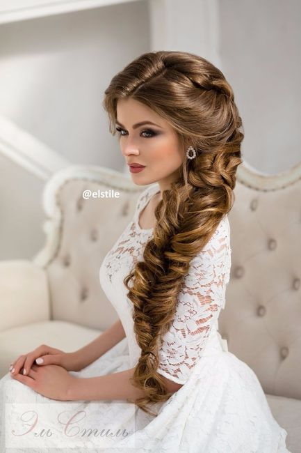 Прическа с распущенными волосами с челкой
