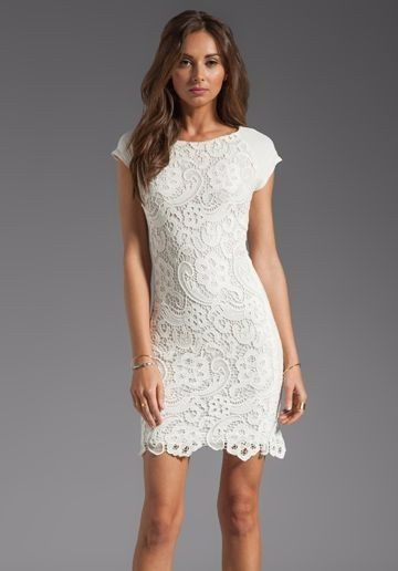Como lucir un vestido blanco corto
