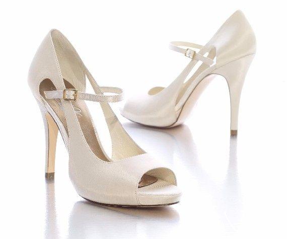 5 zapatos blancos para tu look de novia