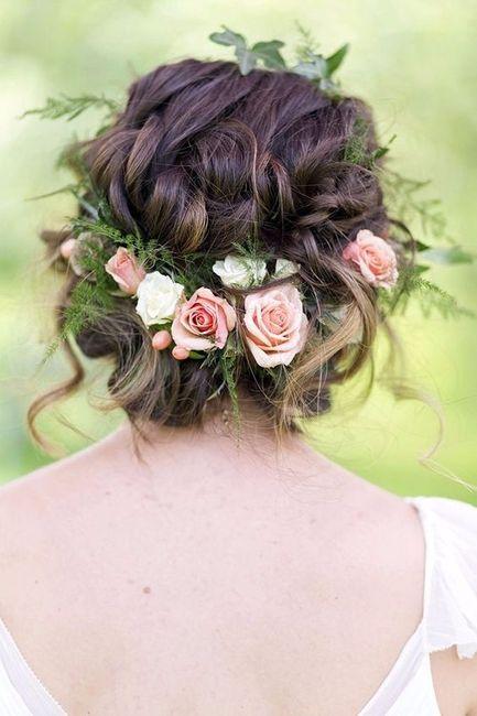 Recogido con flores para novias