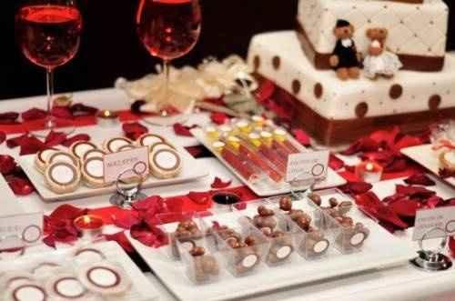 mesa de dulce en rojo