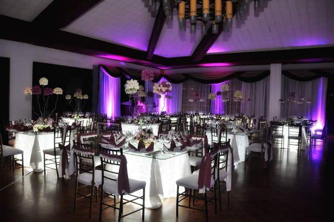 salón de matrimonio en morado