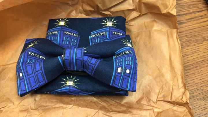 Dr. Who pre-tied bow tie with pocket square
