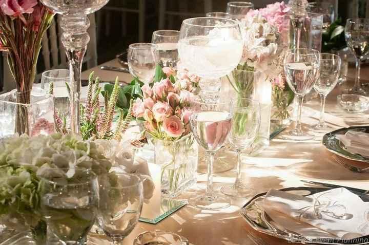 mesa con flores de centro