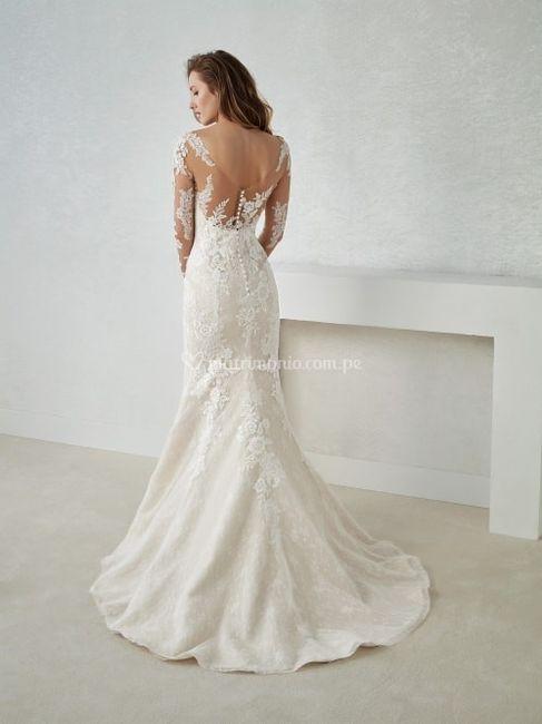 Vestido de novia ¿Con escote en el busto o en la espalda? 1