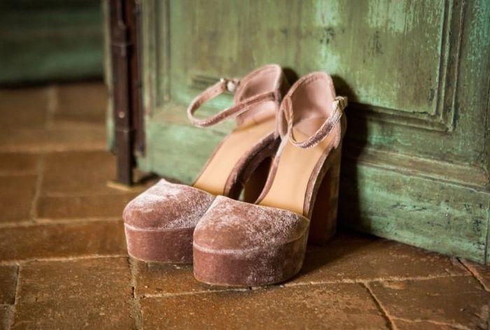 Estos zapatos de novia ¿LIKE 👍 o LOVE 💗? 1