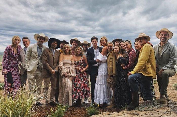 La modelo Karlie Kloss celebró su segunda boda con temática country 2