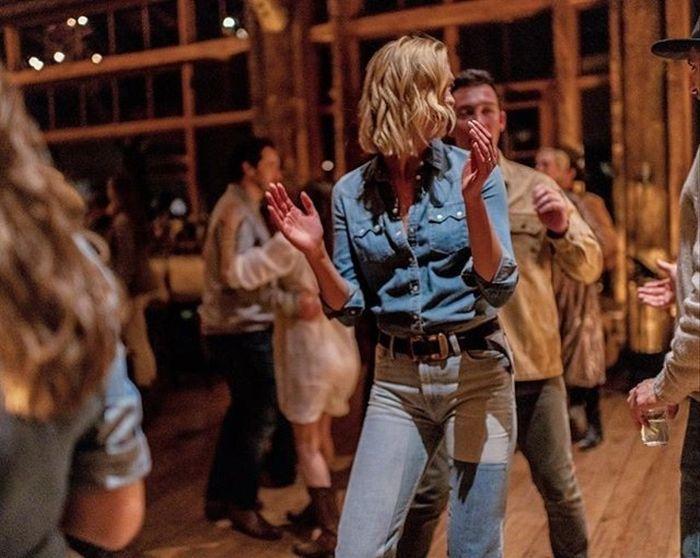 La modelo Karlie Kloss celebró su segunda boda con temática country 3