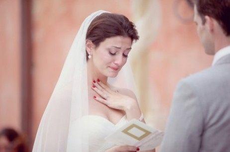 uñas rojas para look de novia