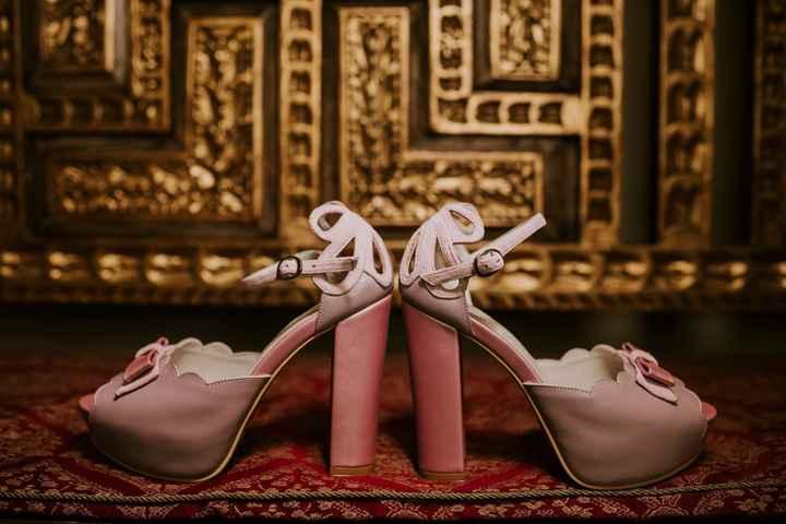La altura de mis zapatos de novia es _____ - 1