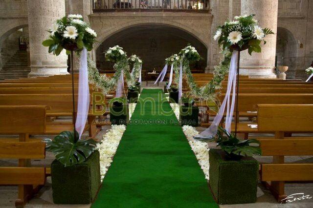 Iglesia con alfombra verde? - 1