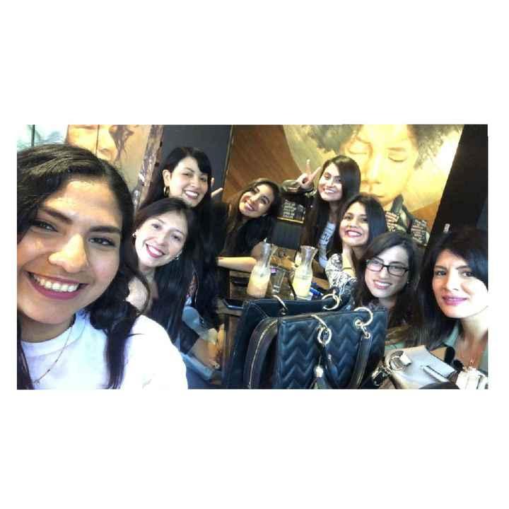 Una reunión con tus damas de honor. 👯♀️ - 2