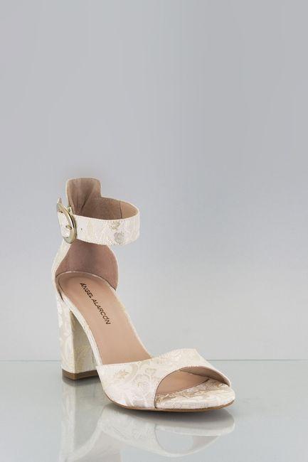 Los zapatos: ¿a cuál blanco le atinas? 2