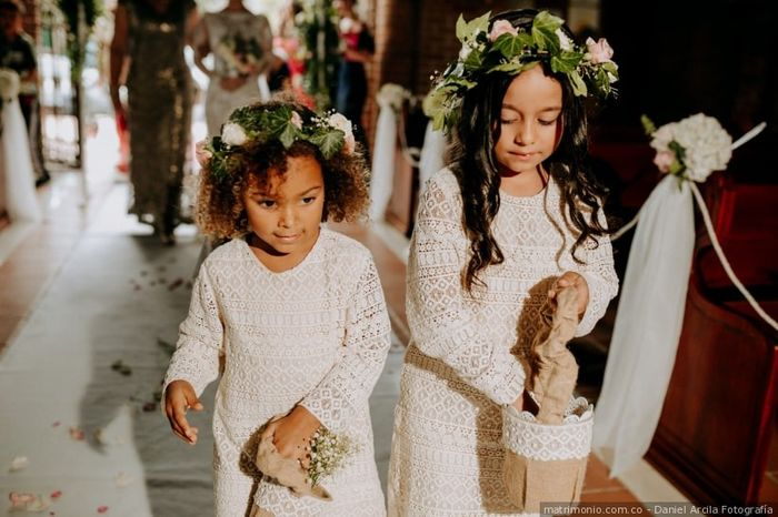 Estos looks de las niñas de las flores: ¿cuál aprueba y cuál jala? 2
