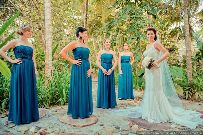 Estos vestidos de damas de honor: ¿cuál aprueba y cuál jala? 1
