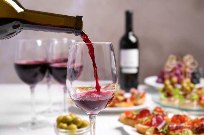 ¡Aprende a catar el vino de tu boda! 1