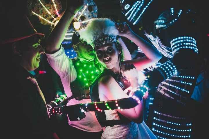 ¡Anima tu fiesta con el Cotillón Luminoso! 🎊 - 1