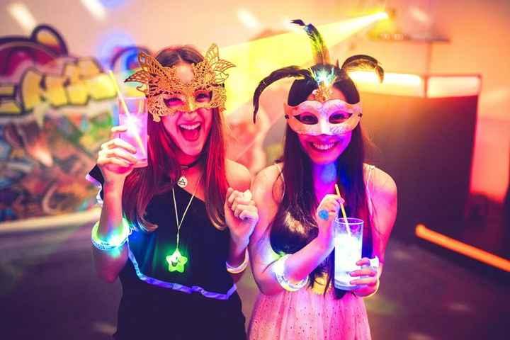 ¡Anima tu fiesta con el Cotillón Luminoso! 🎊 - 2