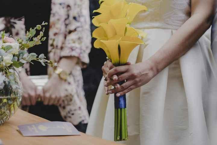 ¿El bouquet combina con tu manicure? - 1