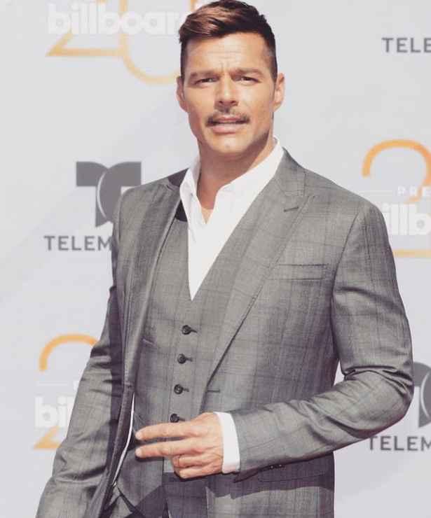 Los 5 lookazos de Ricky Martin que van con un dress code elegante - 1
