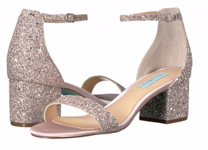 zapatos de novia]: tacos bajitos