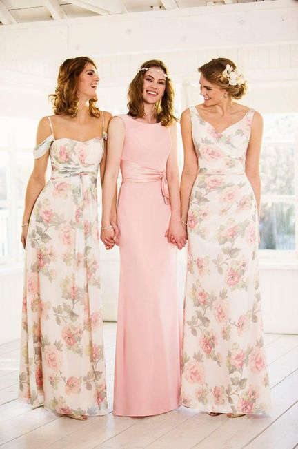 damas de honor]: Vestidos con motivos glorsles