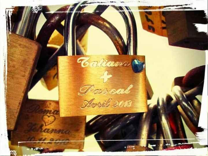 Escribe sus nombres en el candado del amor - 1