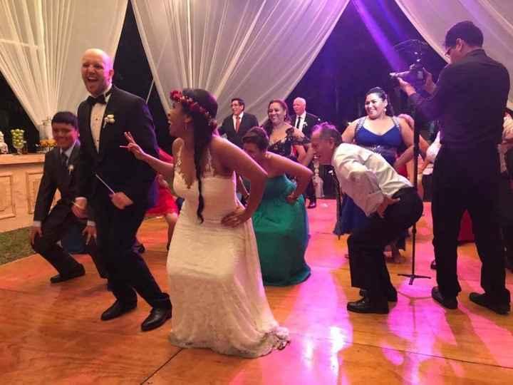 Mi novio bailandooo en plena hora loca