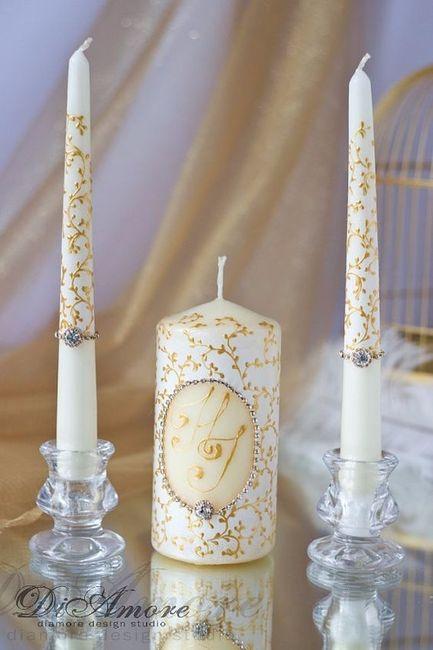 velas decoradas para la ceremonia de la luz