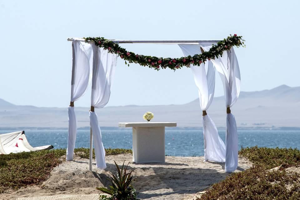 Altar frente a la bahía