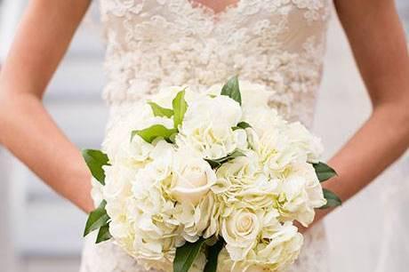 Bouquet de hortensias y rosas